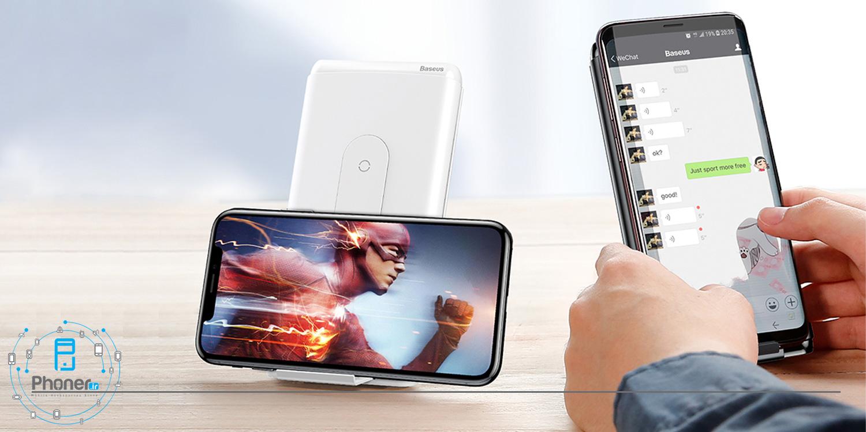استفاده به عنوان استند علاوه بر شارژ دستگاه توسط Baseus WXHSD-D01 Wireless Charger Qi Power Bank